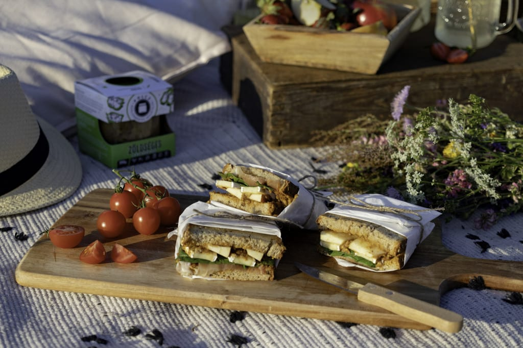 Lencse a szendvicsben? Igen! Dobd föl a szendvicsed szuperfinom Zöldséges lencseragu krémmel.